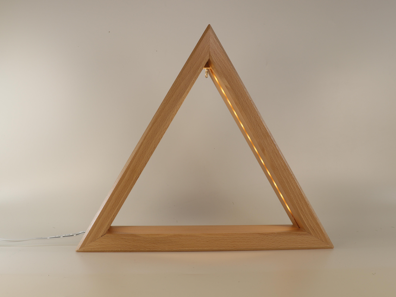 Holz-Dreieck 30 cm mit LED-Beleuchtung als eine Art Schwibbogen