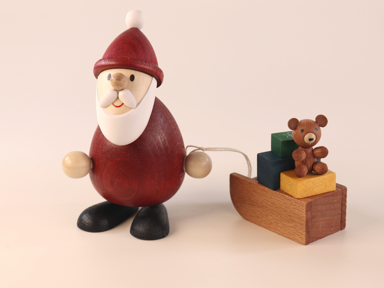 Weihnachtsmann mit Schlitten als Tischdeko
