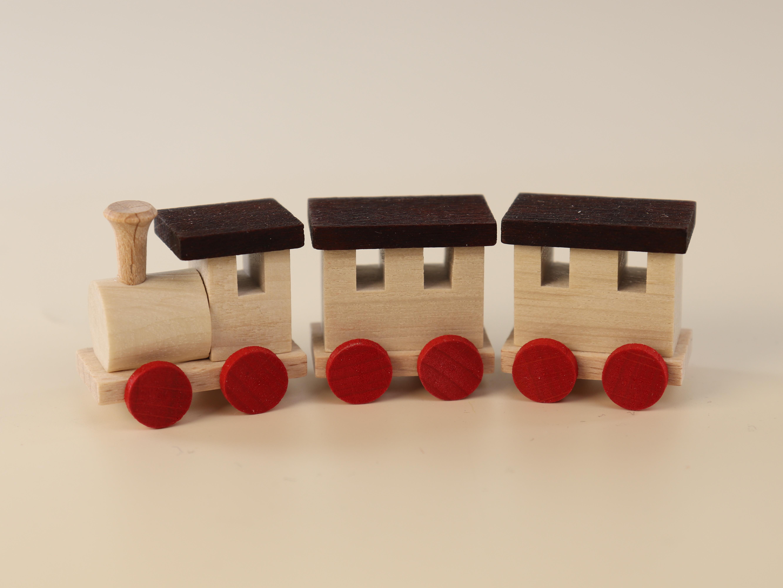 Holz-Eisenbahn groß (8 cm) mit 2 Waggons als Tischdekoration