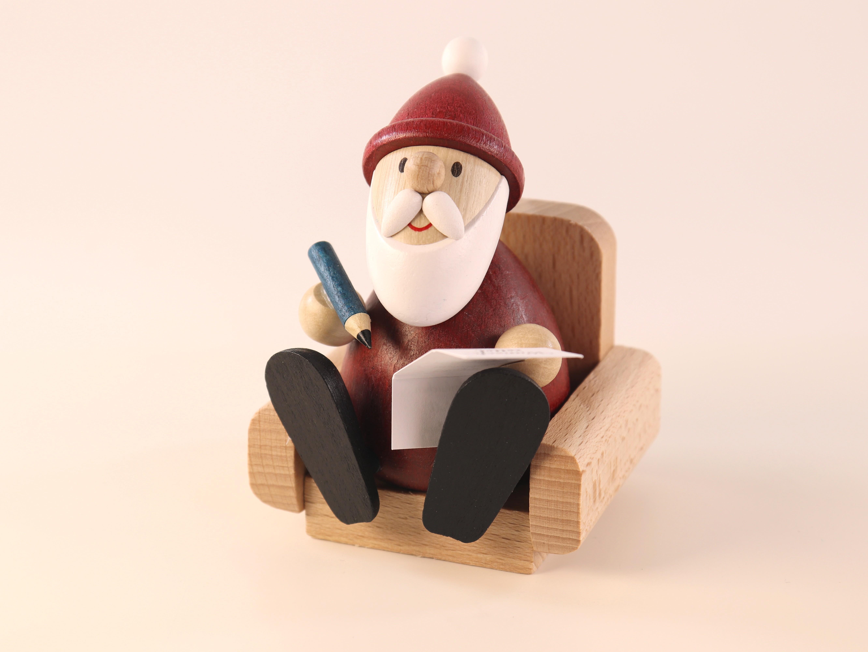 Weihnachtsmann im Sessel als Tisch-Schmuck